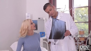 Dirty talkin blond sienna day gives the footjob of the century!