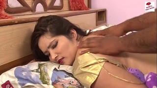 भाभी ने नंगी जवानी दिखाई ## hawt akeli bhabhi show her body ## mast masaj scenes ## hawt short video -