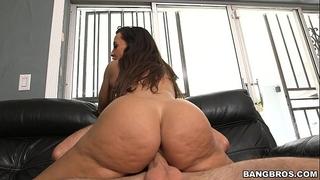 The ultimate milf butt - lisa ann