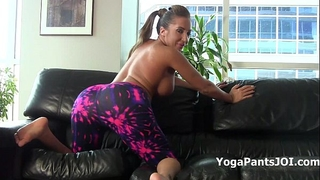 Richelle ryan shakes her arse in yoga pants!