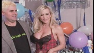 Classic porn star amber lynn sucks 10-Pounder!