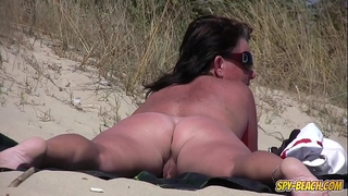 Amateur nudist voyeur bulky milf close-up clip