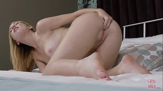 Girls gone wild - all natural raylin ann plays with her hairless pink fur pie