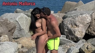 Omg this babe sucks my weenie on the beach (antonio mallorca)